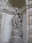 И снова статуя... Все не фоткала, их действительно было много