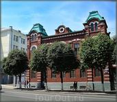 дом 34 по ул.К.Маркса -был построен австрийскими военно-пленными в 1916 году, как военный госпиталь. В настоящее время - один из культурных центров города ...