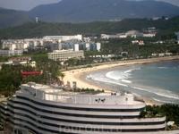 вид с балкона - по утрам смотрели степень волнения на море :)