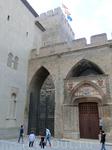 Войдя во двор замка, попадаешь в пространство, окруженное крепкими высокими стенами - двор Святого Мартина. Здесь хорошо видна главная башня - Башня Трубадура ...
