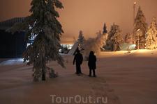 В отеле можно взять снегоступы и пройтись по окресностям