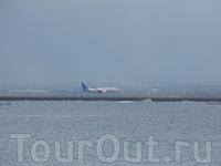 Так выглядит аэропорт Дэнпассара со стороны Джимбарана