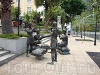 """""""People of the River (Люди реки)"""" - бронзовые фигуры людей в натуральную величину. Эти шедевры местных скульпторов являются частью экспонатов музея под ..."""