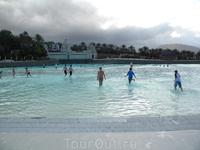 бассейн с самой большой искусственной волной