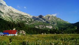 Приют расположен в очень живописном месте между Оштеном и Фиштом на высоте 1530 метров