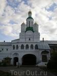 Свято-Троицкий Макарьевский желтоводский женский монастырь. Святые ворота с надвратной церковью Михаила Архангела