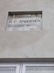 По обе стороны канала сохранились дома, в которых в разное время проживал Г. Х. Андерсен.