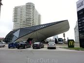 А это Батумский Макдоналдс. Он выиграл в каком-то конкурсе на самое оригинальное архитектурное здание в мире среди всех ресторанов этой сети.
