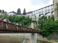 С этой стороны реки хорошо виден Плащевой мост.