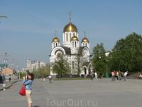 Церковь Св. Георгия Победоносца, расположенная тоже на площади Славы - новодел, но очень качественный. Как снаружи, так и внутри церковь очень красивая ...