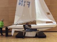Можно залезть в эту яхту и попробовать, каково это - управлять яхтой.