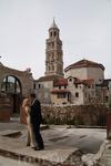 Хорватская свадьба на фоне готического собора