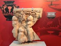На цокольном этаже представлена экспозиция, рассказывающая о культе Диониса