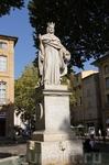 Статуя герцога Рене Анжуйского (доброго короля Рене), правителя Экс-ан-Прованса, много сделавшего для своей вотчины.