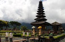 Храм Улун-Дану