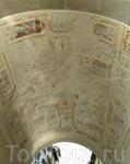 Пиза.Арка дворца дель Оролоджо с остатками  фресок.