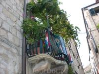 Забавные балкончики на улицах Старого города