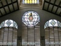 Здание рынка по праву считается одним из самых красивых не только в Испании, но во всей Европе.Украшением здания служат, например, витражи.