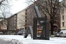 Особенность знаменитого финского дизайна очень хорошо видна в скульптурах, украшающих улицы столицы.