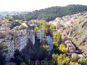 Отлично видна река Хукар и стоящая на ее правом берегу церковь Девы Света, святой покровительницы города (la Iglesia de Nuestra Señora de la Luz), также ...