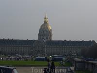 Дом Инвалидов на фоне Усыпальницы Наполеона