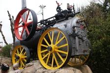 В городе золотодобытчиков везде установлена техника. Местные утверждают, что здесь впервые в мире в золотодобыче стали использовать новую технику, помогающую ...