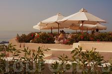 Терраса ресторана с видом на море
