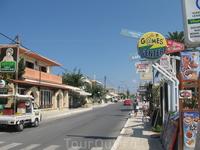 Главная (и единственная) улица Аделианос  Кампос