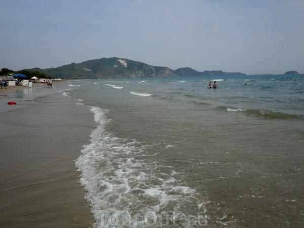 Длинный пляж Лаганас- можно гулять целый день.