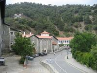 Кикский монастырь.находится на высоте 1350м. над уровнем моря