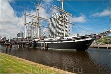 Гордость музея – единственное в мире сохранившееся крупное торговое парусное судно, барк«Зойте Дерн». смотреть там особо не на что, ибо внутри - ресторан ...