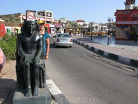 На перекрёстке от отеля до главной улицы НААМА БАЙ...