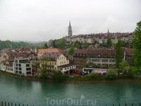 На следующий день отправились в столицу  Швейцарии - Берн. Встретил он нас дождем.