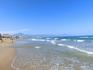 Протяженность пляжа 2900 метров и ширина 60 метров. То, что этот пляж шире городского El Postiguet да, это заметно.