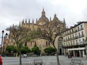 И вот он - красавец Кафедральный собор Святой Марии Сеговии. Он объединяет под своими сводами 18 часовен, в которых можно увидеть бесценные исторические ...