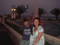 Вечер в центре Паралия Катерини у церкви и фонтана