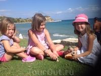 Мои дочурки на берегу Ионического моря