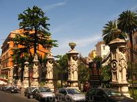 Ограда палаццо Барберини и прилегающий к нему отель Англо-Американо