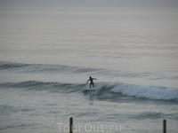 серфер поймал свою волну