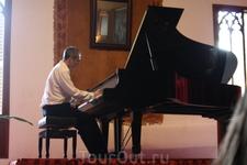 на экскурсии в Вальдемоссу слушали концерт Шопена, звучали произведения, написанные в стенах этого монастыря, одно из них Прелюдия.