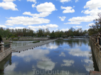 Небо, отраженное в реке Тахо.