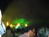 центральный фонтан: в 22.00 - 15-минутное музыкальное шоу с лазерными эффектами, лазрное Gracies - завершающая шоу картинка