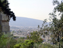 Поднимаемся вверх по холму. Обсаженная деревьями дорога зигзагами, как в древности, поднимается к подножию массивного восьмиметрового пиргоса — башни, ...