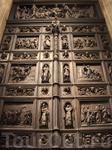 Большие Северные двери Иссаакиевского собора, площадь 42 кв.м, вес более 20 т, дуб, бронза, литьё. 1848-1845 скульптор И.Витали.