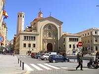 Площадь перед церковью в Аликанте