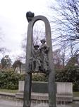 Памятник на центральной улице Юрмалы