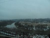 Просто вид города, снятый через окно автобуса