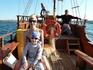 Вечерняя прогулка на яхте вокруг Созополя и острова Св. Ивана. Капитан (на заднем плане) - очень колоритный и невозмутимый.