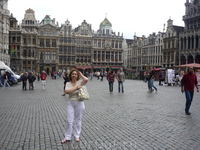 Брюссель. Большая  площадь Гран  -  Плас имеет  прямоугольную  форму,ее  длина 110м, ширина 68 м.