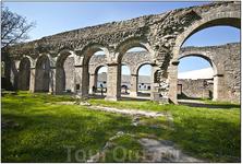 Крохотный  городок Рома (да-да, именно он самый,  Рим, только готландский). Развалины   цистерианского монастыря.